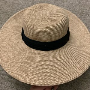 Chic straw hat NWOT